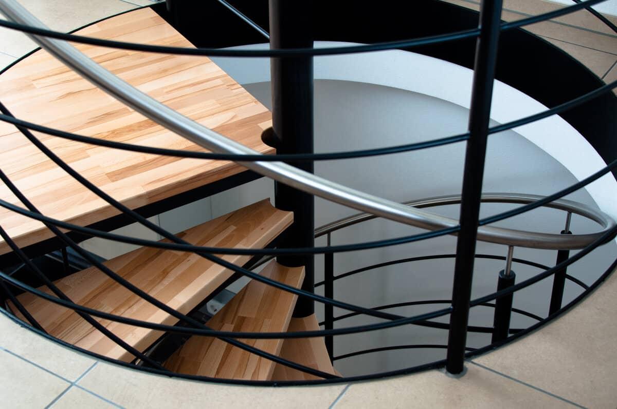 En este momento estás viendo Diseño y fabricación de escaleras metálicas de caracol o helicoidal en Vizcaya