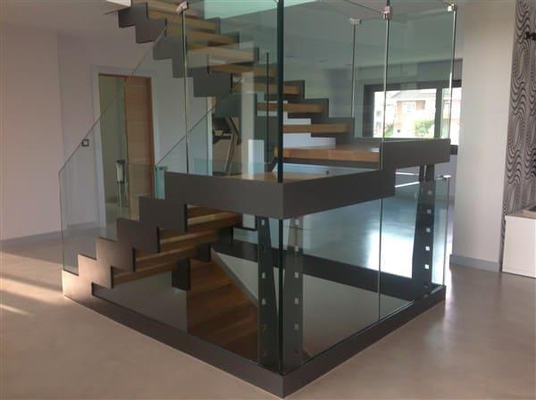 Lee más sobre el artículo Diseño y fabricación de escaleras metálicas a medida en Cantabria